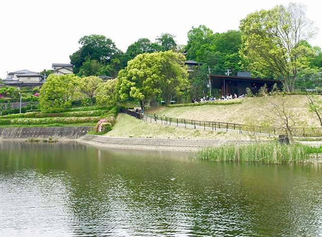 奈良・鴻ノ池公園スターバックス